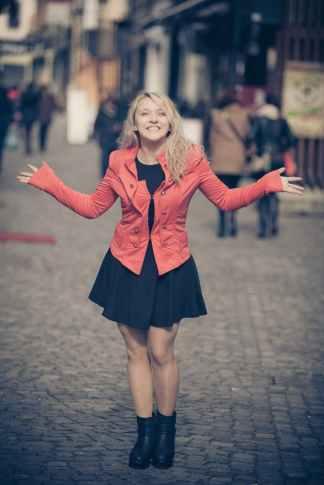 smile-portrait-beauty-girl-99568.jpeg