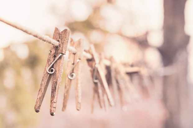 wooden-laundry-washing-clothes-line.jpg